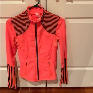 Lululemon zip up jacket SZ 4 like new